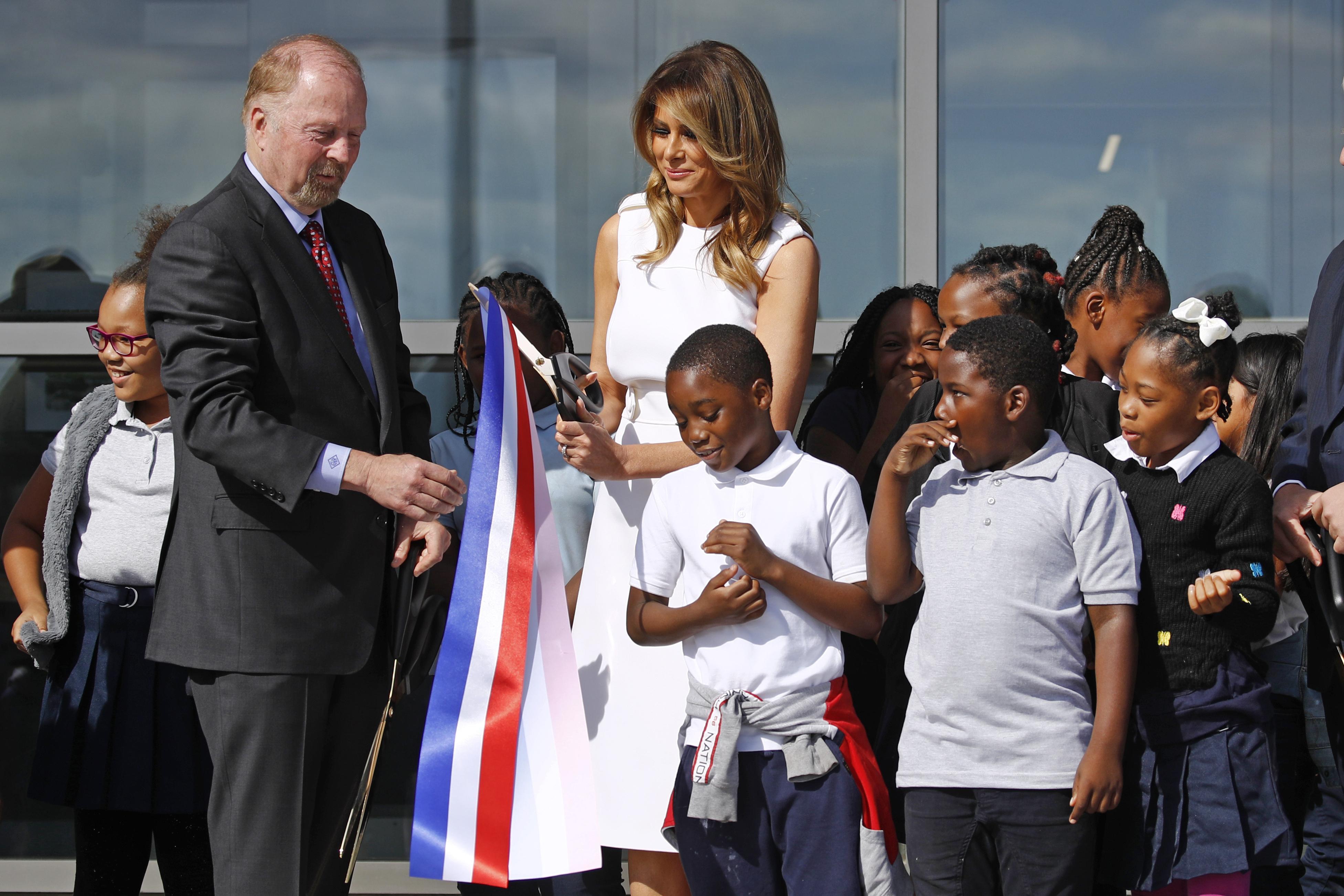 Washington Monument reopens with Melania Trump ribbon cutting