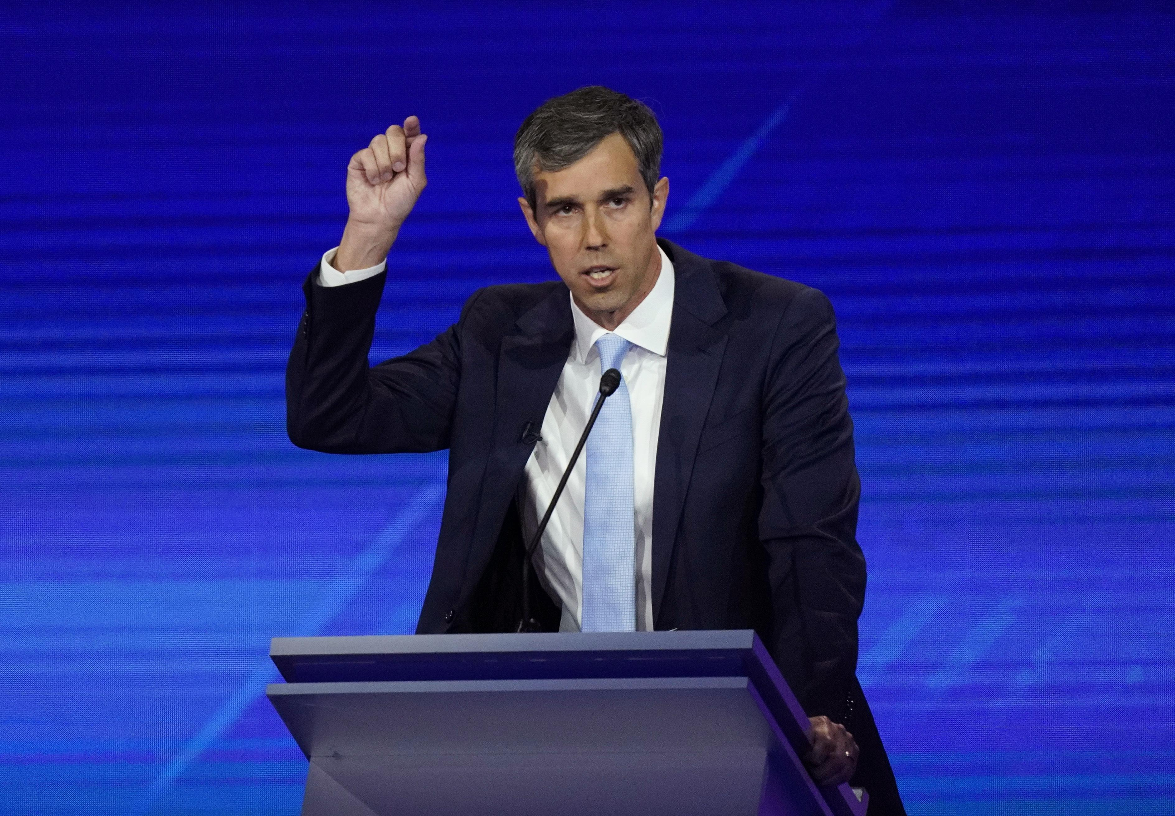 Woman confronts Beto O'Rourke on gun confiscation plan: 'Hell no, you're not'