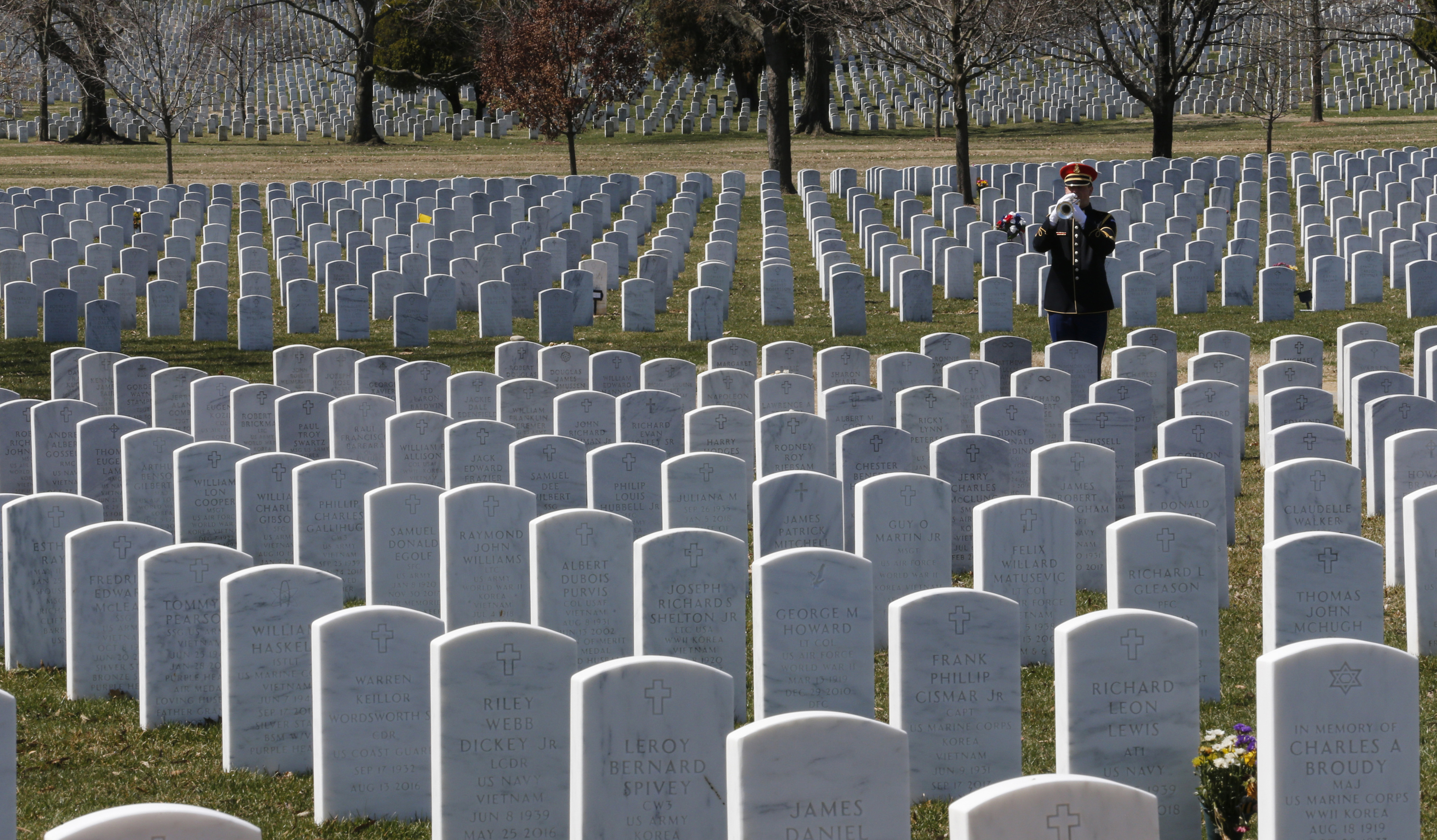 Plan to build 18 veteran cemeteries by 2017 so far behind it will take