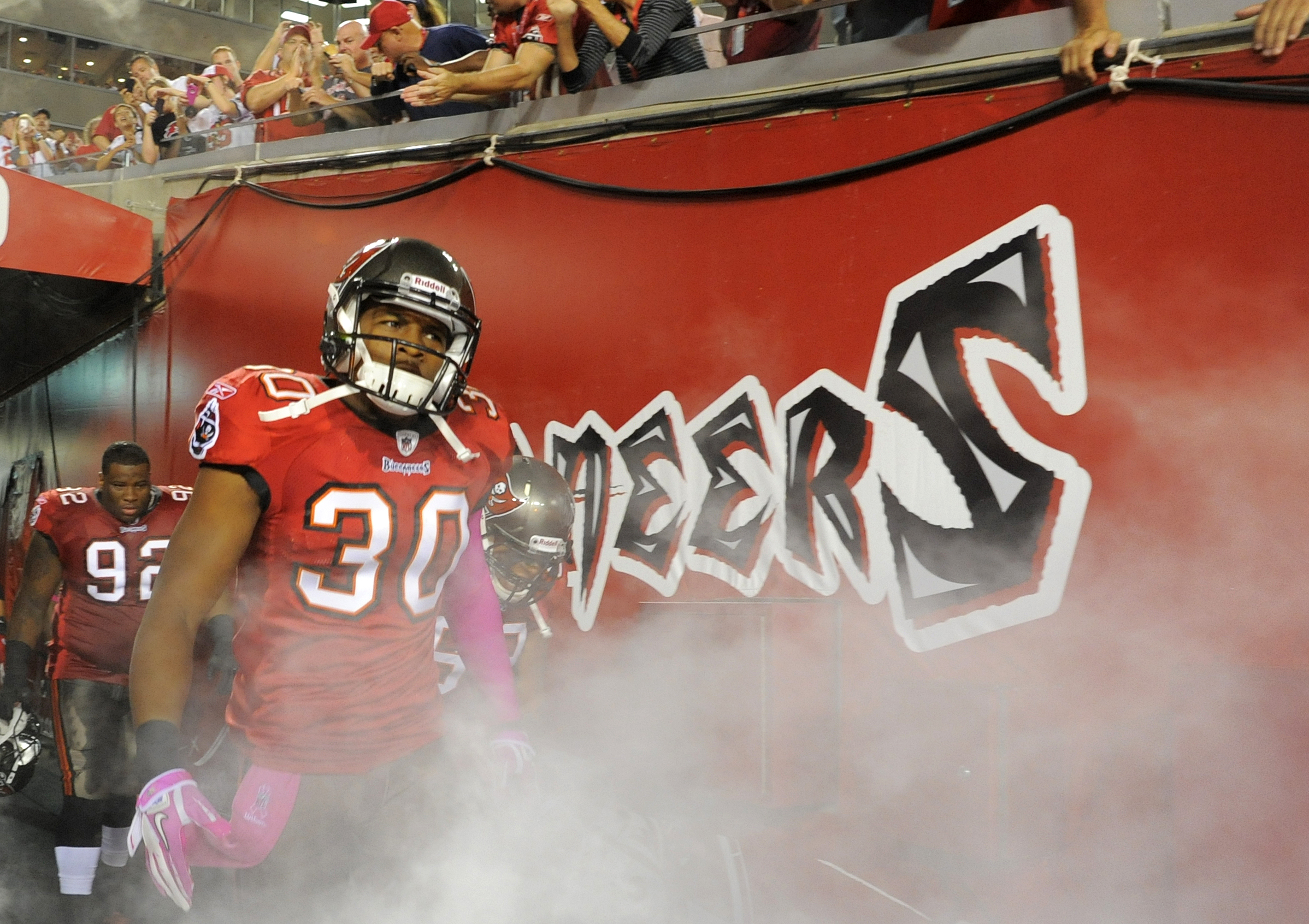 Devin Holland, ex-Buccaneers NFL player, charged with murder