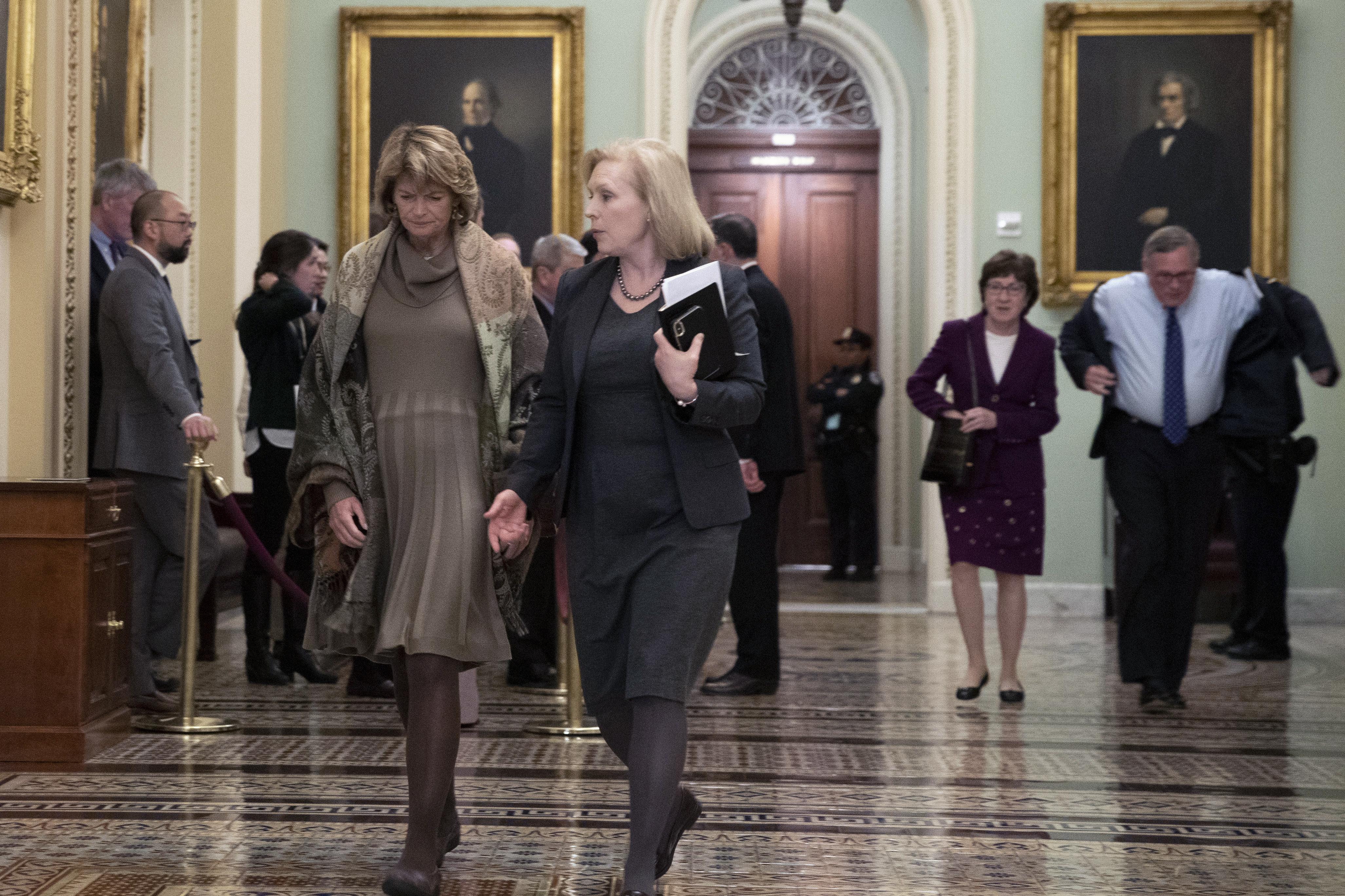 Key GOP Senate jurors pass note at Trump impeachment trial