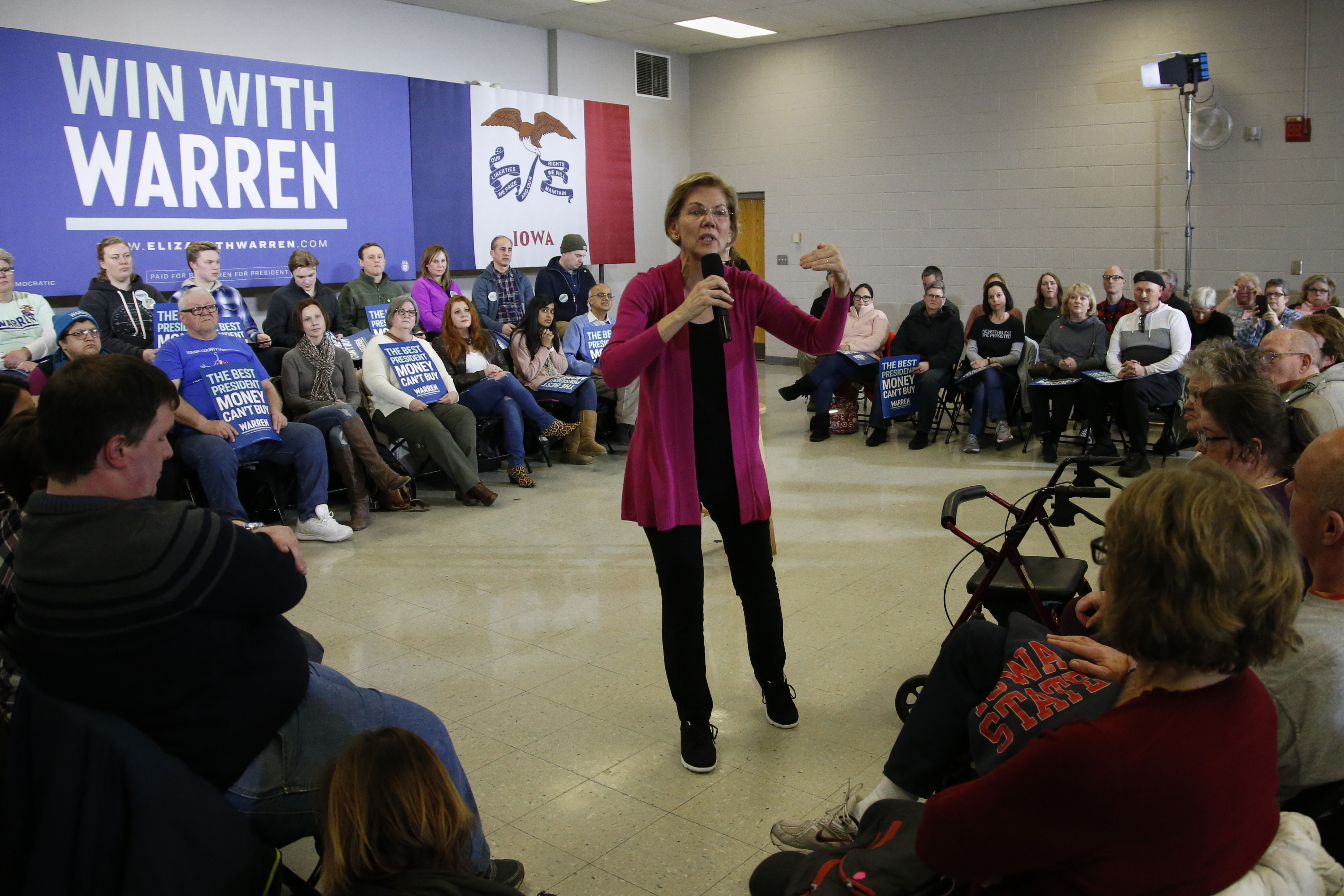 'She's tarnished': Elizabeth Warren tamps down Iowa expectations as liberal support drops